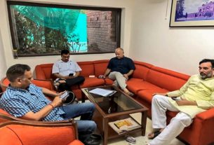 From the outdoors to LG office, another unorthodox protest from Kejriwal
